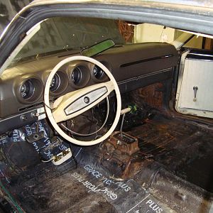 It has a floor shifter and a console that needs some work, oh and would you look at that dash pad! OMG! It's nearly perfect!